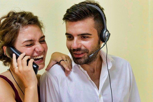 La comunicazione offline e l'importanza del contatto telefonico.